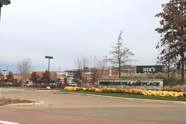 GREEN_OAK_VILLAGE_PLACE.JPG