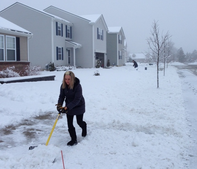 Weather_shovel_02272013.jpg
