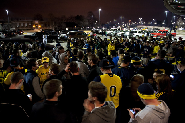 crisler-crowd-Final-four.jpg
