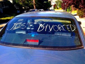 Car-with-a-Just-Divorced-sign-on-the-window.jpg