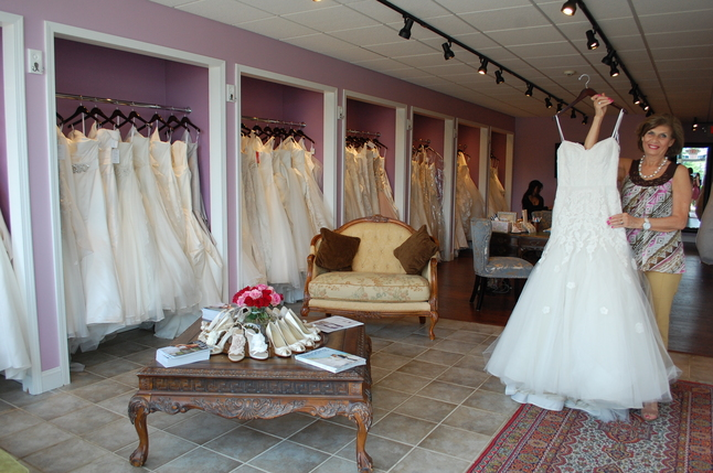 mimis_bridal_boutique.jpg
