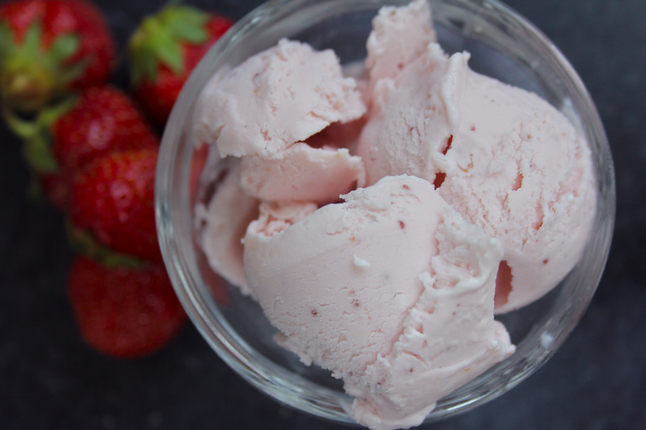 strawberry_buttermilk_ice_cream.jpg