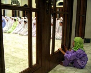 A-little-girl-peers-into-the-night-prayers-at-a-mosque-in-Indonesia-Photo-by-David-Crumm.jpg