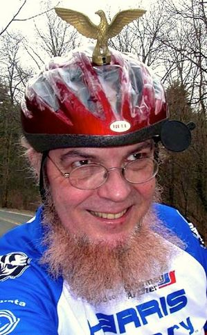 Sheldon-Brown-the-bicycle-expert-with-an-eagle-topped-helmet.jpg