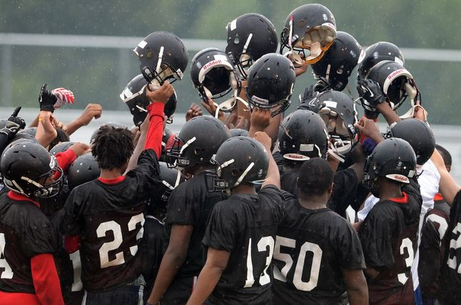 ypsilanti-football-team-2013.JPG