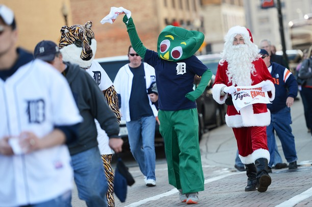 A Detroit fan dressed as Gumby swings his rally towel as he crosses Woodward in downtown Detroit before the start of Game 4 of the ALCS against the Yankees in Detroit on Thursday.