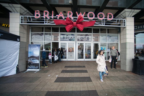 Briarwood Mall is located three miles south of downtown Ann Arbor, Michigan, just off State Street and I, and it is the retail hub of Ann Arbor. Its anchors include Macy's, Von Maur, JCPenney and Sears.6/10(70).