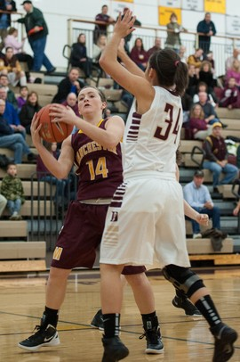 Manchester's Jessie Manders shoots the ball against Dexter's Teia McGahey during Tuesday nights in Dexter.