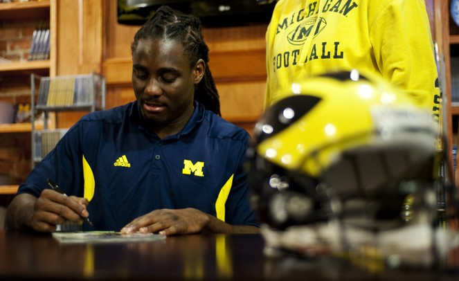 Michigan senior quarterback Denard Robinson signs autographs at The M-Den in Ann Arbor on Saturday, Feb. 2. Daniel Brenner I AnnArbor.com